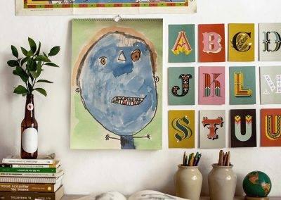 Lav en familiekalender med børnenes tegninger